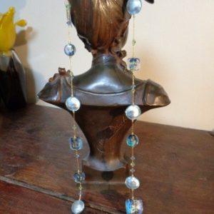 Sautoir perles bleues dichroiques et feuille d'or