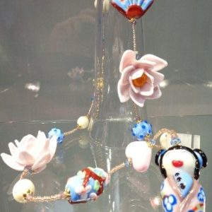 Collier Kokeshi tons roses