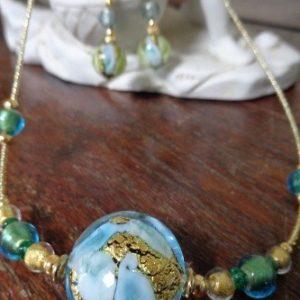 Collier perle artistique tons bleus...