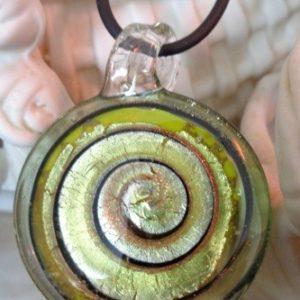 Pendentif rond spirale vert et...