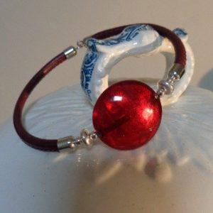 Bracelet perle rouge avec feuille...