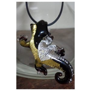 Salamandre noire feuille d'or et...