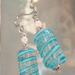 Boucles d'oreilles cylindre spirale bleue
